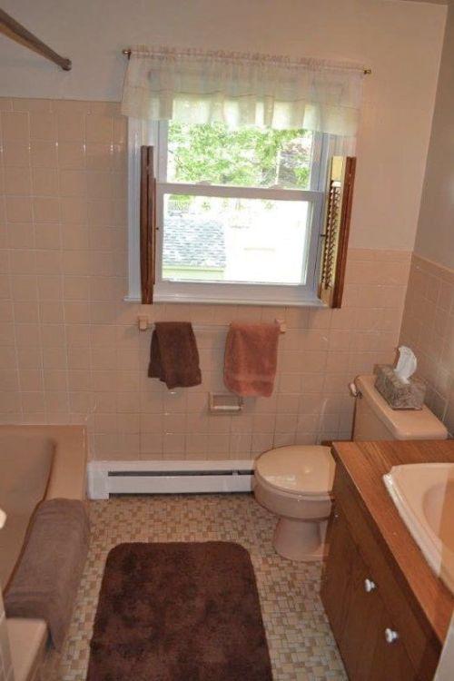 10 Hall bath