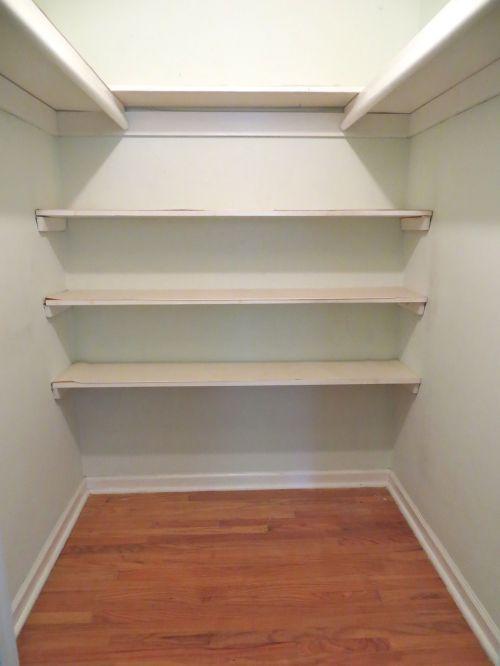 12 MBR closet