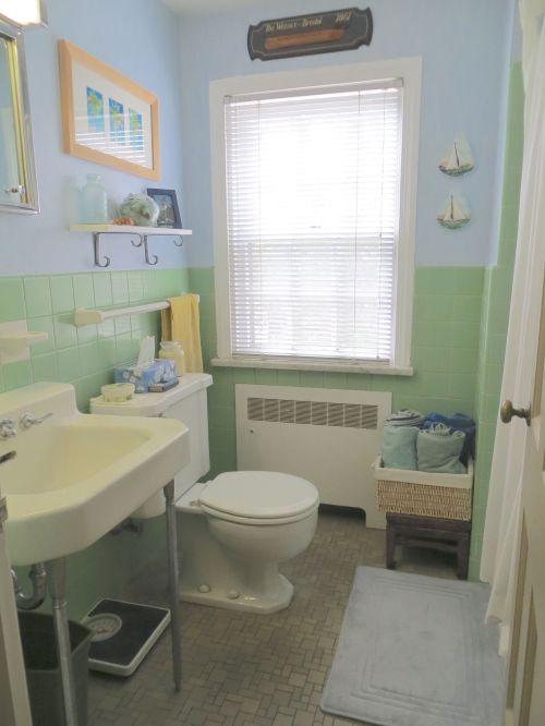 21 Hall bath