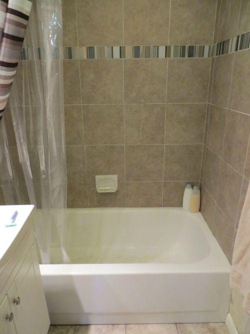 8.5 Hall bath