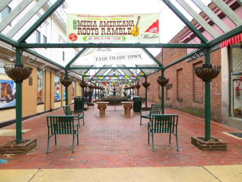 The picturesque plaza, perfect for sipping lattes from Seven Stones or perusing your purchases from Deals!