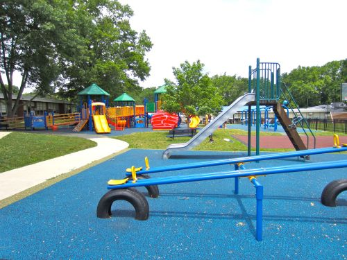 I couldn't resist sharing one more picture of that wonderful playground!