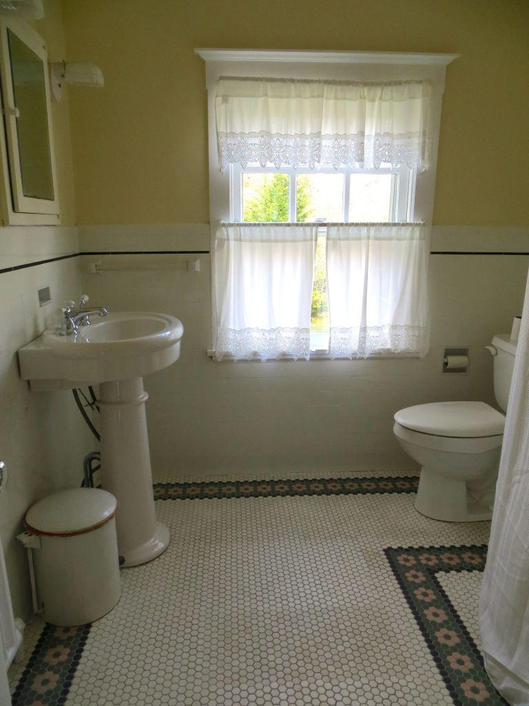 19 hall bath