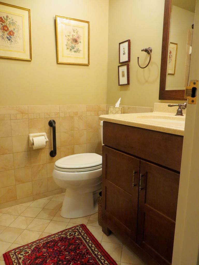13.5 hall bath