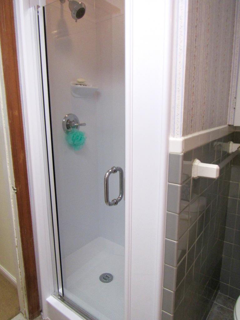 14 1st flr bath
