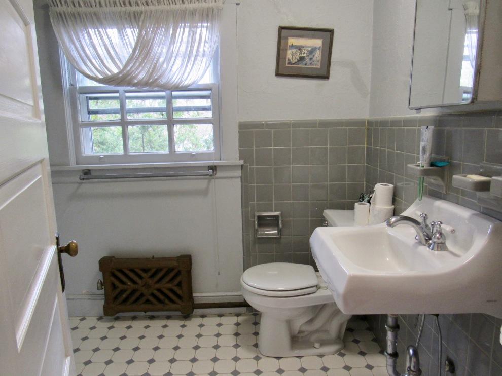 14.5 Hall bath