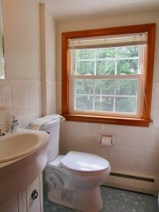 15. 2nd flr hall bath