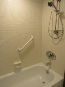17. Hall bath 2