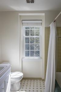 31. hall bath