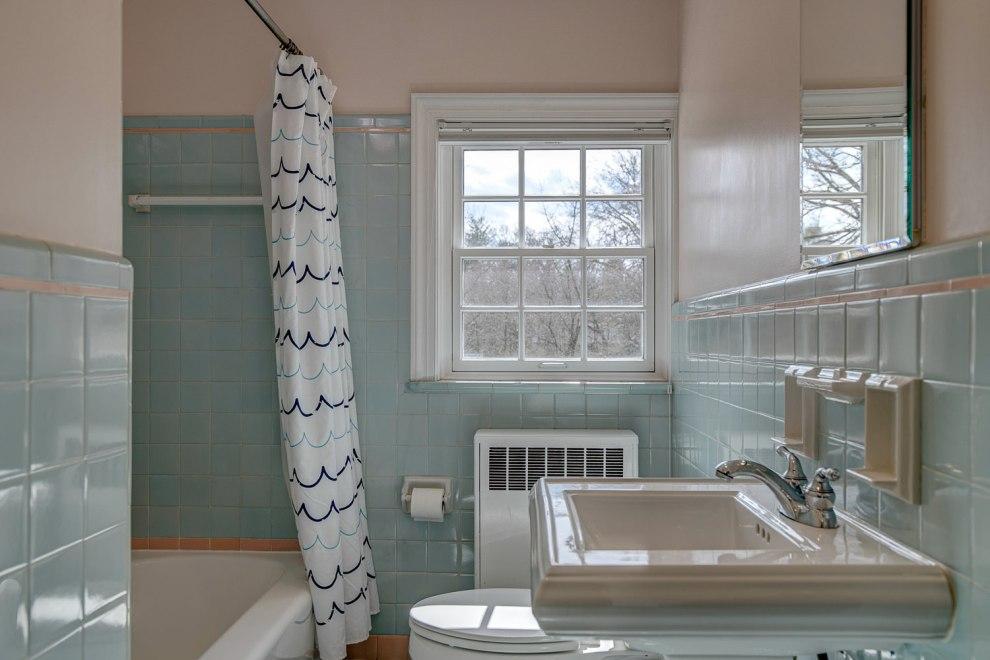 29. Hall bath