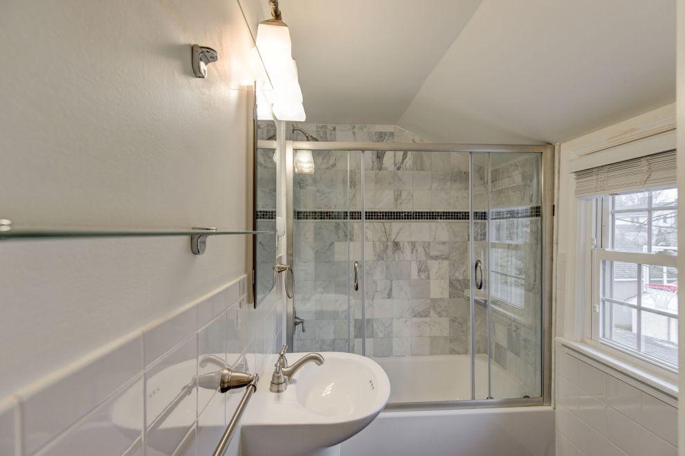25. 2nd floor bath